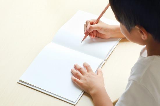 ノートに漢字を書く