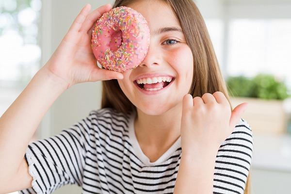 ドーナツと女の子