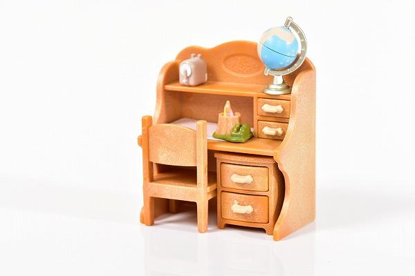 おもちゃの机